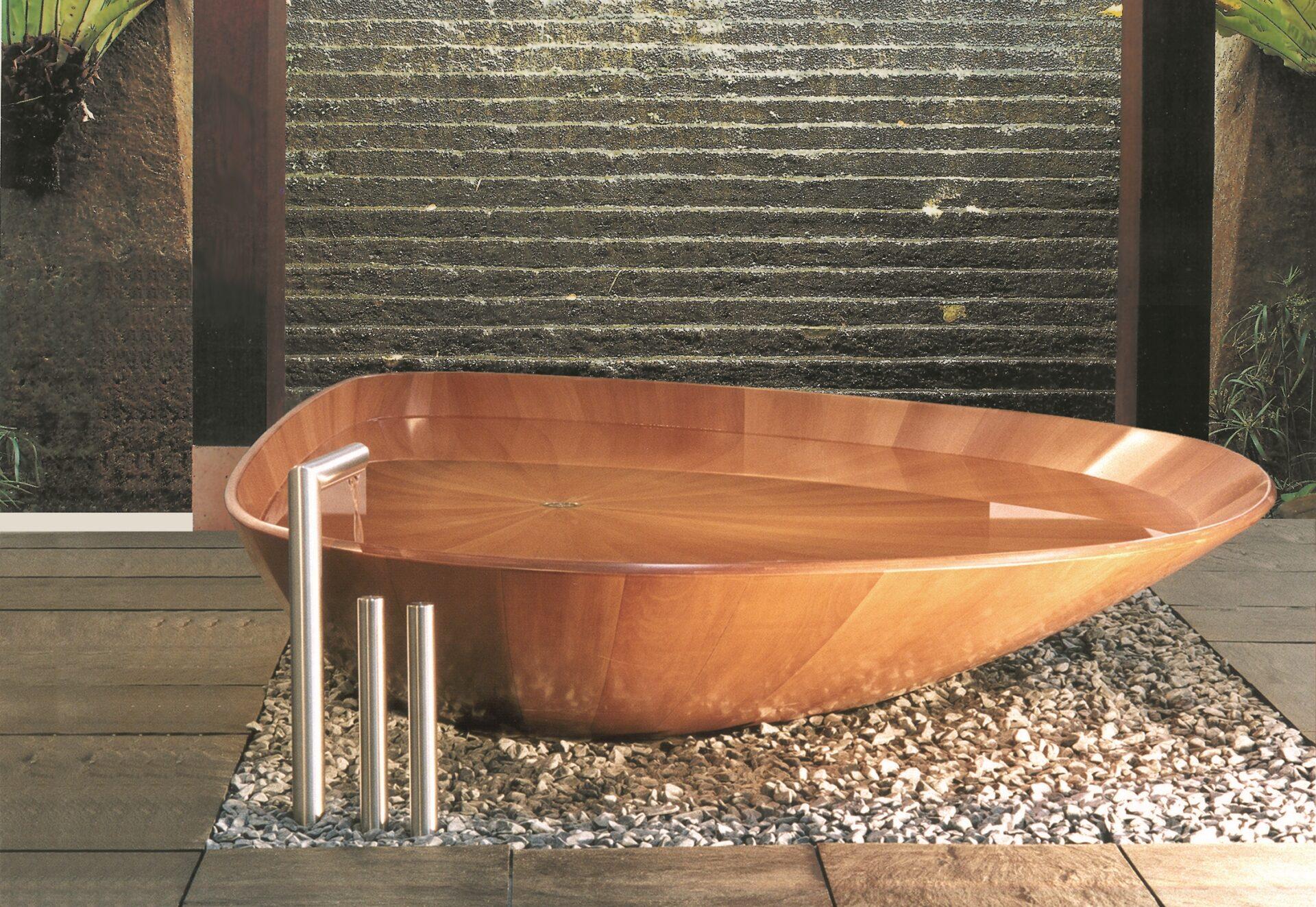 Die Bademuschel Ocean Shell ist die premium Holzbadewanne in unserem Badsortiment und das Highlight in der Badausstellung in Lanquart