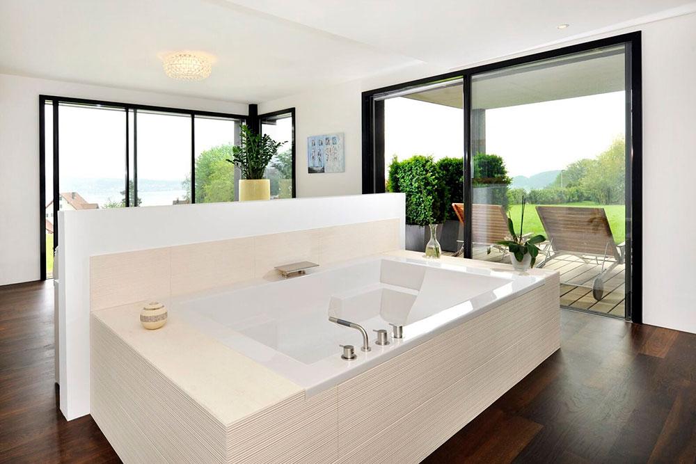 Freistehende Badewanne mit Aussicht auf den Zürichsee