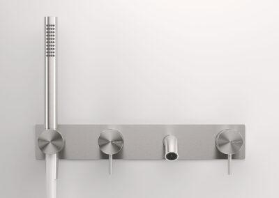 Die Badezimmer Wandwanneneinlauf von der Edelstahlserie Zazzeri Z316 entsprechen allen Schweizer Normen. Dies Collection bietet auch von den klassischen Badarmaturen und Duschenmischer bis zum Bidetmischer viele Badezimmerarmaturen an. Auch sind einige Farben in PVD erhältlich.